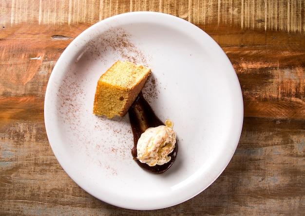 Sorvete de ervilha com bolo de milho