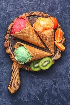 Sorvete de verão com frutas
