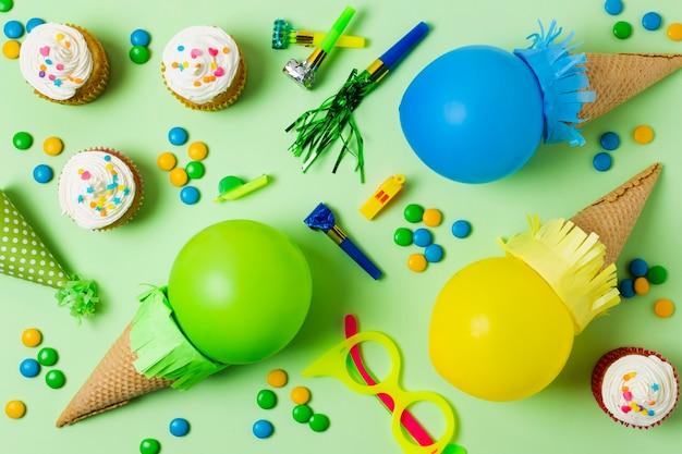 Sorvete de vista superior feito com balões