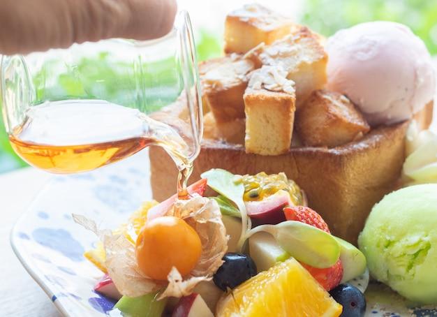 Sorvete fruta mel torrada doce sobremesa fria