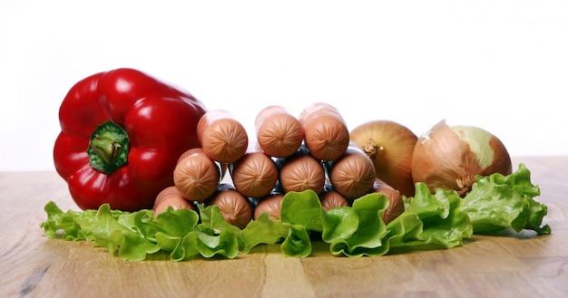 Sousages e vegetais frescos