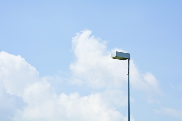 Sozinho post lâmpada rua pela manhã