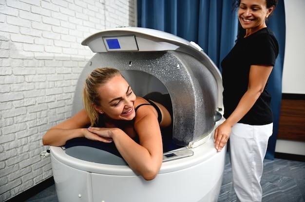 Spa capsule é o sistema perfeito para perda de peso, anti-celulite, anti-envelhecimento, massagem e anti-stress.