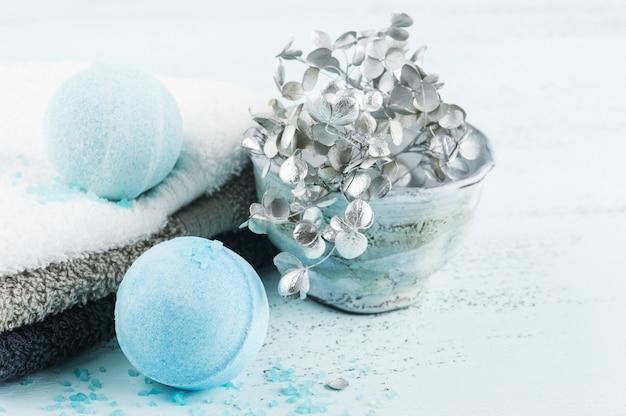 Spa conjunto com bombas de banho azul
