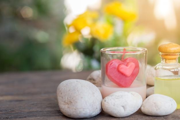 Spa de produtos de aromaterapia de massagem terapêutica com flores de plumeria ou frangipani