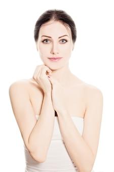 Spa mulher moda modelo isolado no fundo branco. retrato de beleza