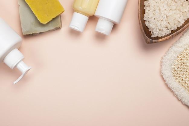 Spa natural com cosméticos. acessórios de banho, tratamento corporal