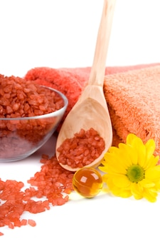 Spa pruducts: sal de banho, bolas de óleo, toalhas e flor