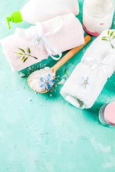Spa relaxar e conceito de banho com sal marinho