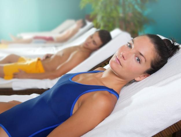 Spa relaxar quarto hammock fileira linda garota