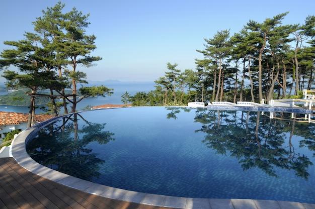Spa resort hotel piscina infinita
