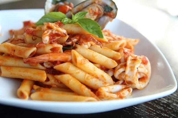 Spaghetti penne com frutos do mar