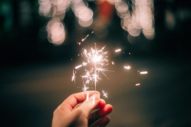 Sparklers iluminam o festival