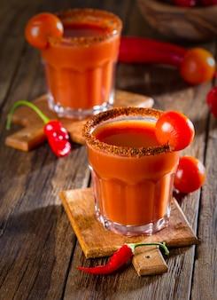 Spicy vodka cocktail sangrenta com pimenta malagueta