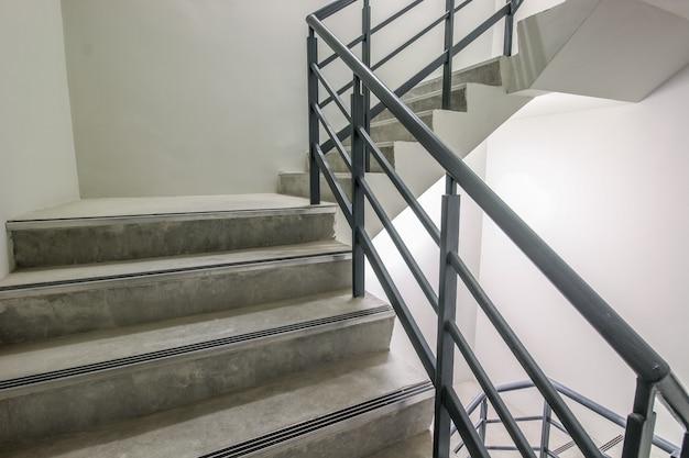 Spiral stairway, caminho para o sucesso, caminho para escapar, escada de saída de emergência.