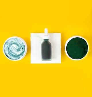 Spirulina verde, máscara de limpeza facial diy e ingredientes spa, cosméticos, beleza e cuidados com o corpo