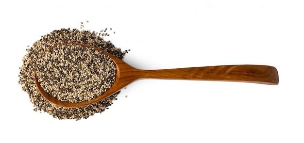 Spoom com sementes de chia isoladas em branco