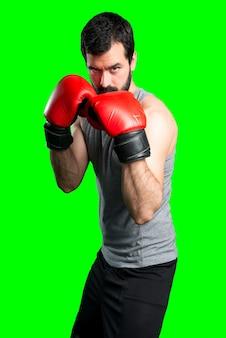 Sportman com luvas de boxe