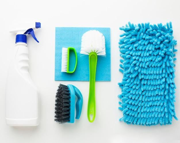Spray de limpeza e ferramentas em leito plano