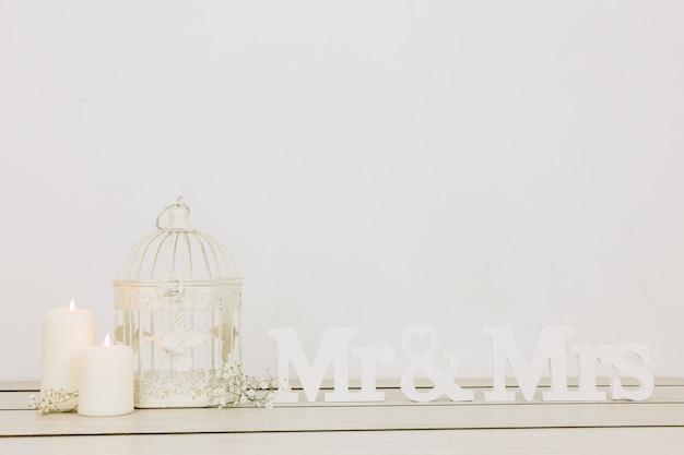 Sr. e sra com ornamentos românticos