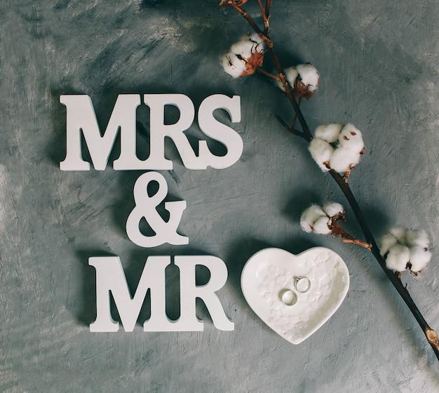Sr. e sra. sinal de casamento