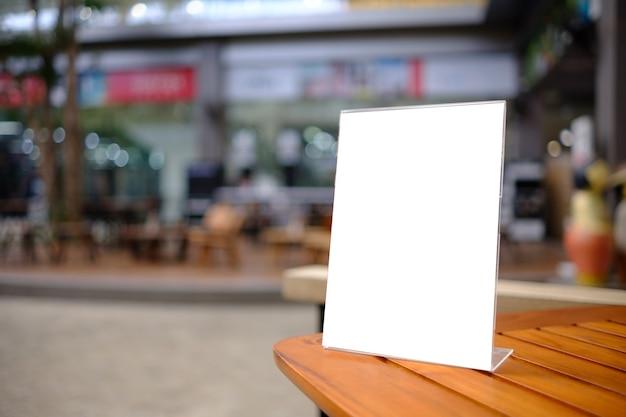 Stand mock up menu quadro cartão da barraca fundo desfocado design layout visual chave.