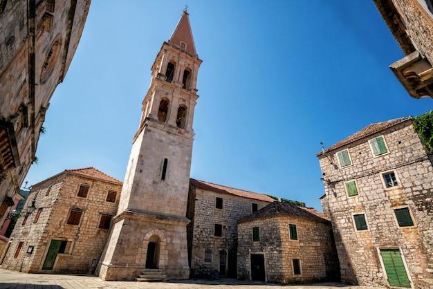 Stari grad na ilha de hvar, na croácia, europa.