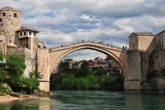 Stari most, a ponte velha em mostar, bósnia e herzegovina