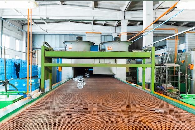 Stemware industrym os espaços em branco no transportador