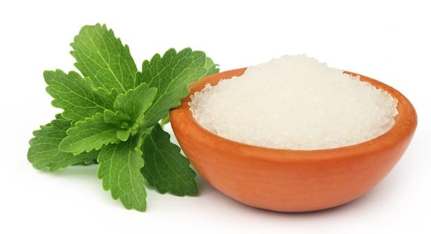 Stevia com açúcar em uma tigela marrom