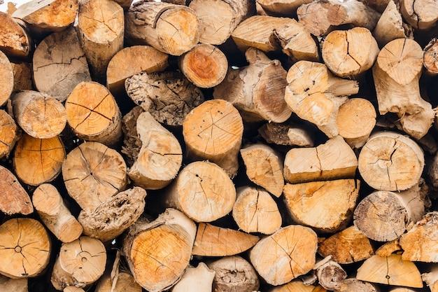 Stock pyre seco para combustível. eles usam para cozinhar e fazer calor quando o tempo frio