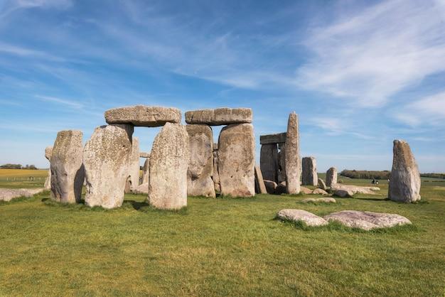 Stonehenge um monumento de pedra pré-histórico antigo perto de salisbúria, reino unido, local do patrimônio mundial do unesco.