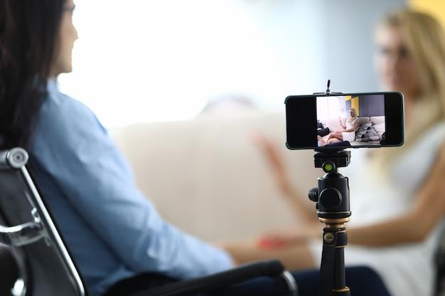Streaming online de blogueiras falando