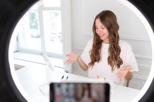 Streaming youtube make up artist freelancer