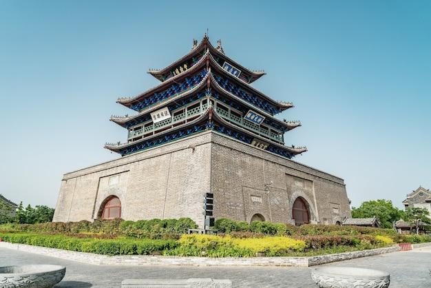 Street view de edifícios antigos da torre dongchanghu em liaocheng, província de shandong