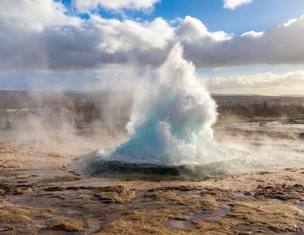 Strokkur geysir islândia