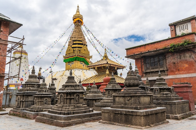 Stupa no templo de swayambhunath também chamado de templo do macaco, com a pintura tradicional dos