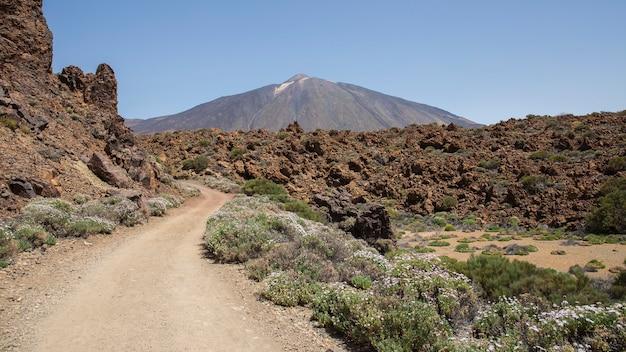Suba ao parque nacional teide, na montanha guajara.