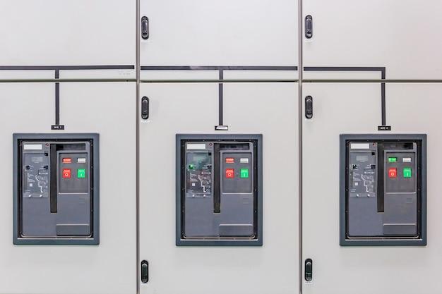 Subestação de distribuição de energia elétrica em uma nova fábrica