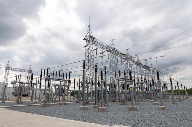 Subestação elétrica e componentes