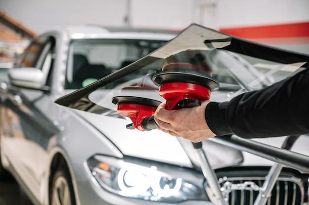 Substituição e reparo do vidro do carro.