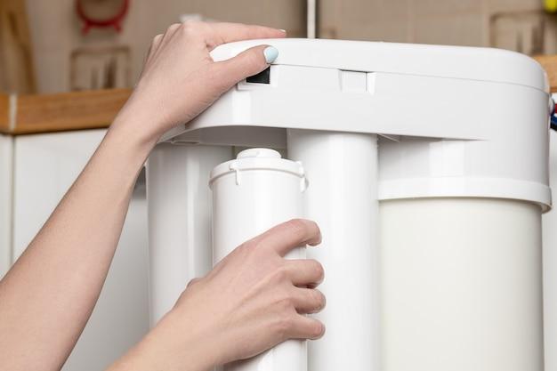 Substituindo o cartucho no filtro de água