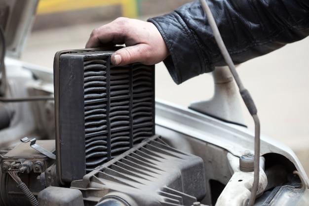Substituindo o filtro de ar, conserto de carro