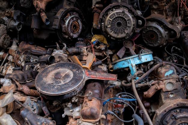 Sucata de quintal para reciclar o motor de carro velho, junkyard de motor