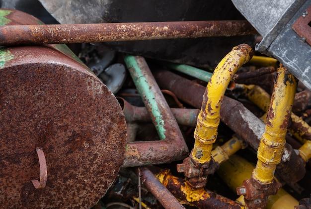 Sucata oxidada velha
