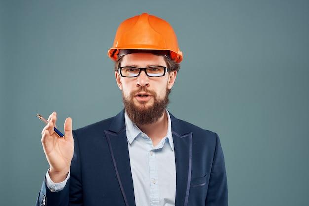 Sucesso isolado de sucesso de carreira profissional de engenheiro masculino
