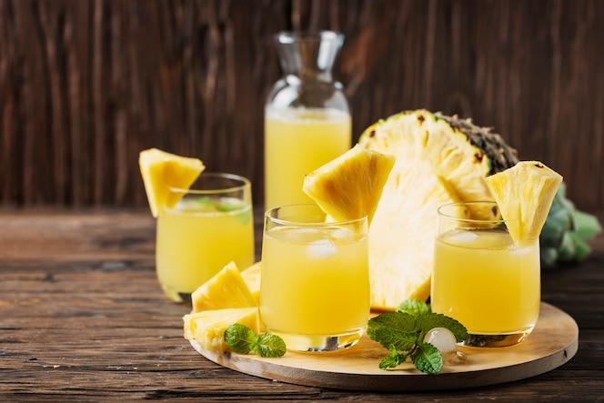 Suco de abacaxi de verão fresco