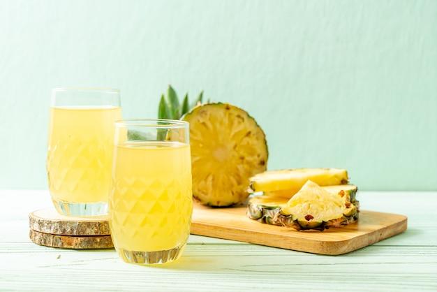 Suco de abacaxi fresco