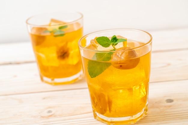 Suco de ameixa chinesa