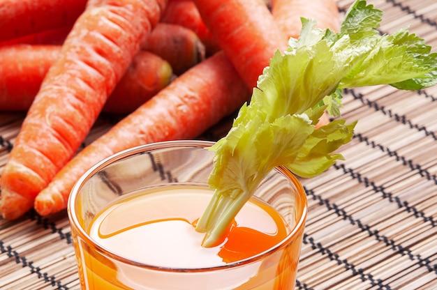 Suco de cenoura antioxidante beta-caroteno